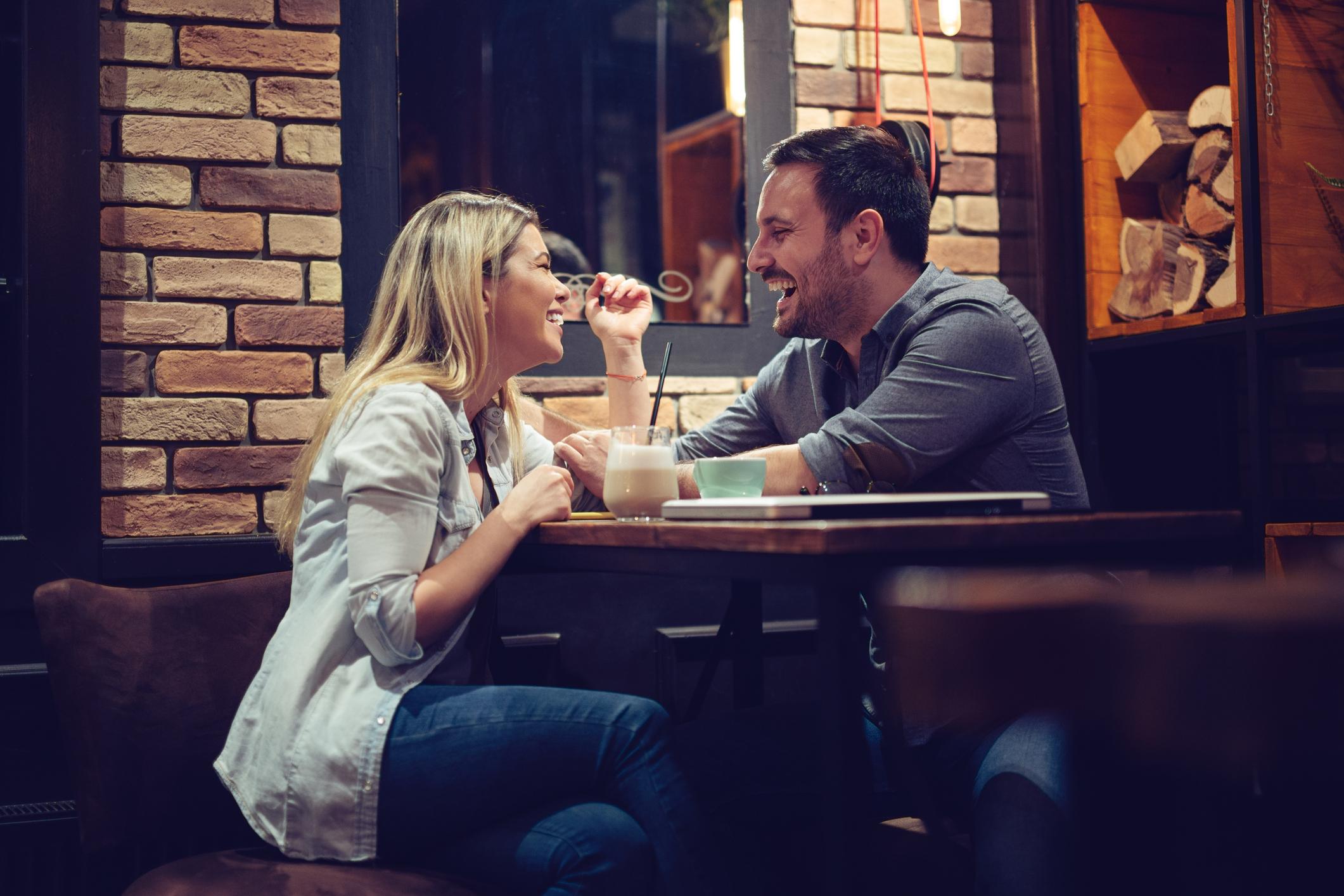 Online Dating vad man ska säga i ett meddelande
